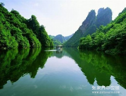 宝峰湖山水一色
